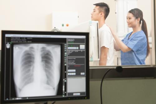 female-radiologist-male-patient-chest-xray
